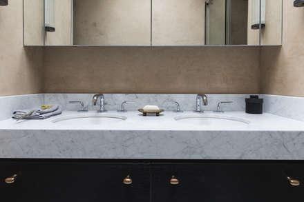 Shower Room: mediterranean Bathroom by Dabrovska Design