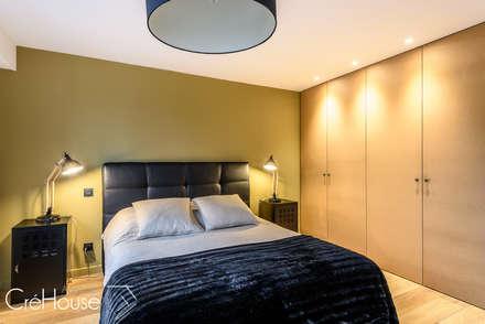 Rénovation d'une maison individuelle à Anglet: Chambre de style de style Moderne par Agence CréHouse
