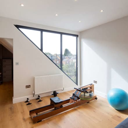 Rear and Loft Extension, Oxford Town Centre: modern Gym by HollandGreen