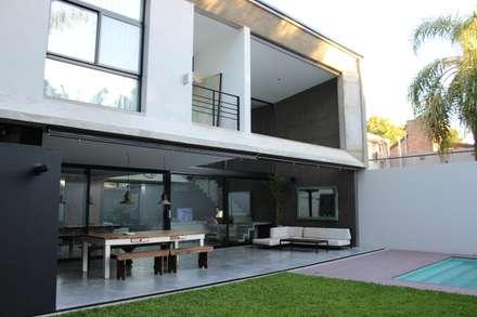 modern Houses by DUA Arquitectos