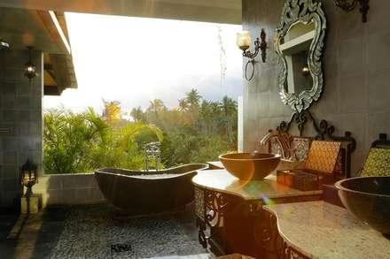 vintage bedroom 2:  Kamar Mandi by Credenza Interior Design
