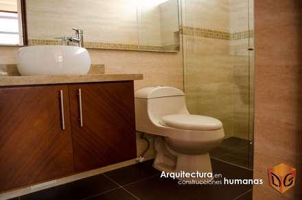 CASA CANELON: Baños de estilo moderno por DG ARQUITECTURA COLOMBIA