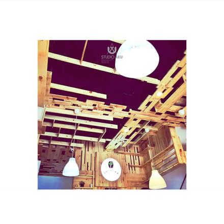 Cafeeiro 09:  Ruang Komersial by Studio AKU