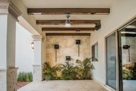 Área exterior MCP: Jardines de estilo moderno por S2 Arquitectos