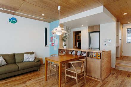 板橋小茂根の家  Itabashi Komone House: 荻原雅史建築設計事務所 / Masashi Ogihara Architect & Associatesが手掛けたダイニングです。