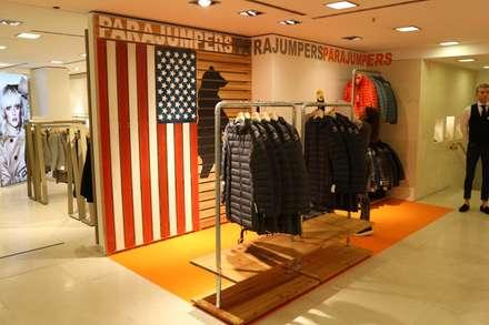 Progettazione e realizzazione showroom: Negozi & Locali commerciali in stile  di RI-NOVO