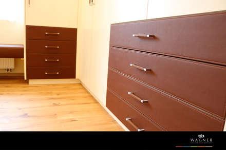 Begebares Ankleidezimmer - Schubläden: klassische Ankleidezimmer von Wagner Möbel Manufaktur
