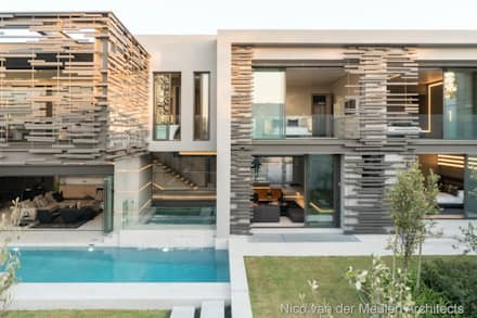 Rear Facade & Swimming Pool:  Detached home by Nico Van Der Meulen Architects