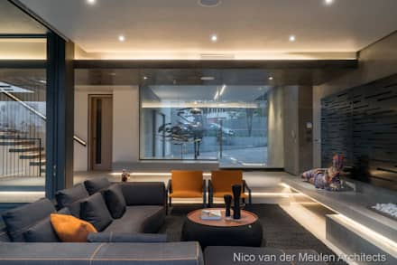 Formal Lounge & Entrance: modern Living room by Nico Van Der Meulen Architects