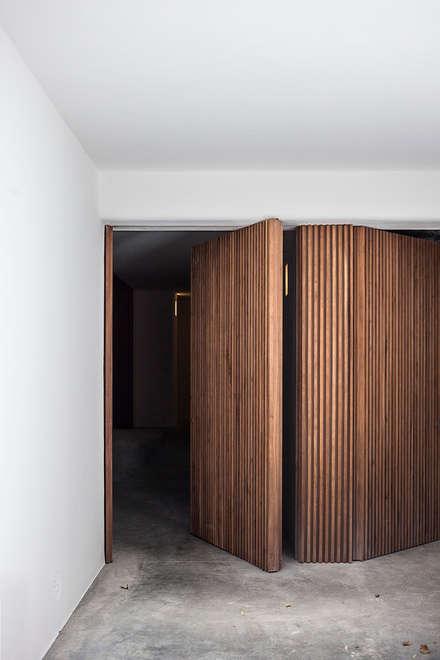 Front doors by Alejandro Giménez Architects