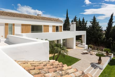 Gable roof by Alejandro Giménez Architects