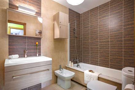 BAÑO: Baños de estilo rústico de CCVO Design and Staging