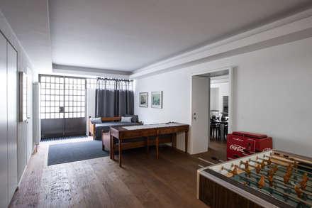 VL: Palestra in stile in stile Moderno di Chantal Forzatti architetto