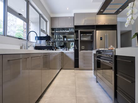 Jhb residence : modern Kitchen by Dessiner Interior Architectural