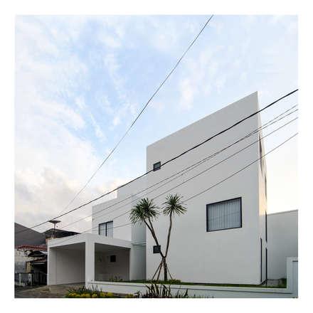 Perspektif Eksterior Ahouse 1:  Rumah by studiopapa
