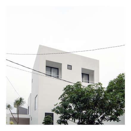 Perspektif Eksterior Ahouse 2:  Rumah by studiopapa