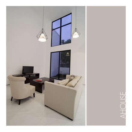 Living Area:  Ruang Keluarga by studiopapa