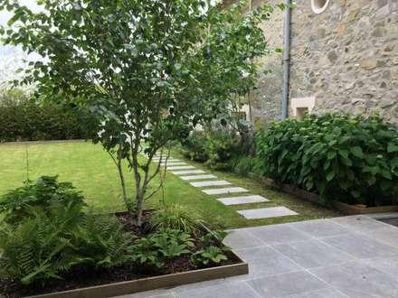 JARDIN CHIC ET CLASSIQUE // Mauchamps (91): Jardin de style de style Classique par Sophie coulon - Architecte Paysagiste