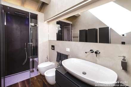 : Bagno in stile in stile Minimalista di Rachele Biancalani Studio - Architecture & Design