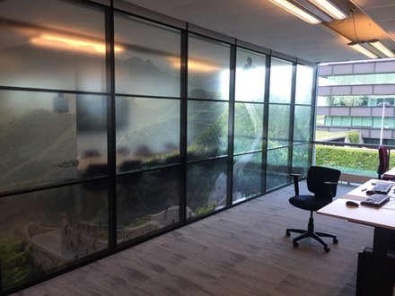 Folie glazen wand kantoorruimte:  Kantoorgebouwen door YA Architecten