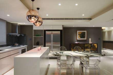 時尚簡約美宅:  餐廳 by 哲嘉室內規劃設計有限公司