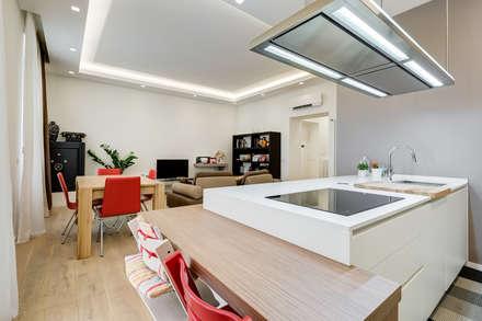 Merulana   minimal design: Cucina in stile in stile Moderno di EF_Archidesign