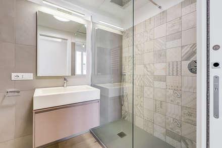 Merulana | minimal design: Bagno in stile in stile Moderno di EF_Archidesign