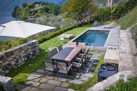 Piscinas de jardín de estilo  por Chantal Forzatti architetto