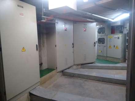 PARCIALES ELECTRICAS CENTRO COMERCIAL PLAZA 54: Centros comerciales de estilo  por MANTHARINA SAS  INGENIERIA ELECTRICA