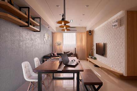 ห้องนั่งเล่น by 趙玲室內設計