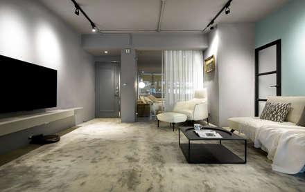 隨著時間成長 生命力地坪:  客廳 by 磨設計