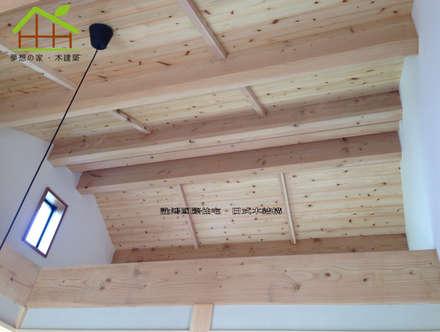 Gable roof by 詮鴻國際住宅股份有限公司