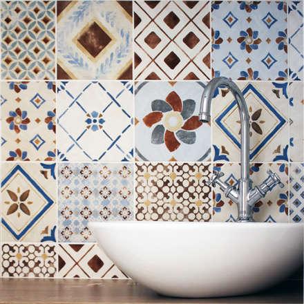 CASA SAVY: Bagno in stile in stile Mediterraneo di Studio Proarch