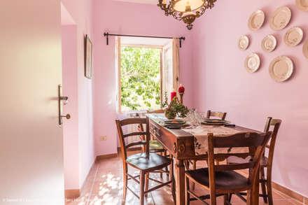 Sala da Pranzo con Vista sul verde: Sala da pranzo in stile in stile Eclettico di Sapere di Casa - Architetto Elena Di Sero Home Stager