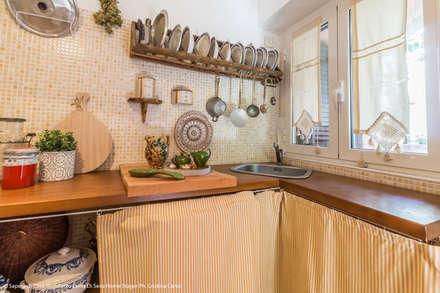 Centro Storico Boho: Cucina in stile in stile Eclettico di Sapere di Casa - Architetto Elena Di Sero Home Stager