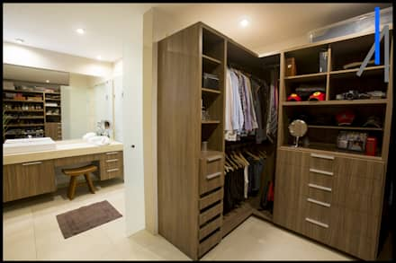minimalistic Dressing room by SEZIONE