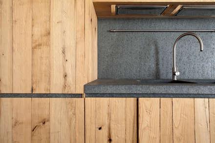 مطبخ ذو قطع مدمجة تنفيذ MIDE architetti
