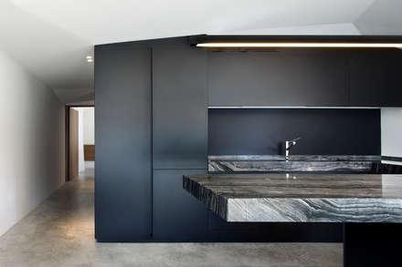 037_CASALE IN CAMPAGNA : Casa di legno in stile  di MIDE architetti