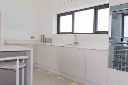 Matching Quartz up stands, splashbacks and window sills were added:  Built-in kitchens by ADORNAS KITCHENS