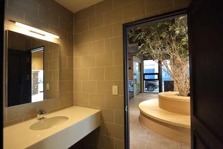 대구 남구 대명동 예쁜 카페 커피숍 인테리어 리모델링: inark [인아크 건축 설계 디자인]의  화장실