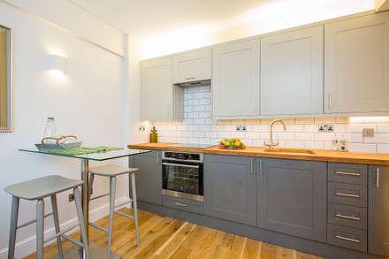 Flat refurbishment and new kitchen:  Kitchen units by Maxmar Construction LTD