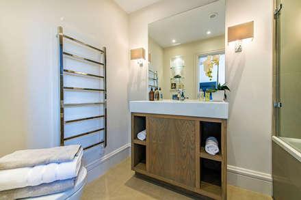 Drayton Gardens: classic Bathroom by Maxmar Construction LTD
