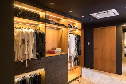 غرفة الملابس تنفيذ Viva Design - projektowanie wnętrz
