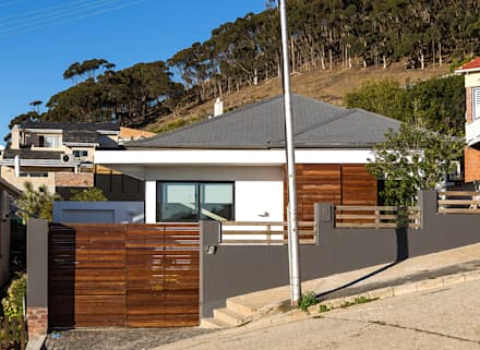 ALTERATION SEA POINT, CAPE TOWN: minimalistic Houses by Grobler Architects