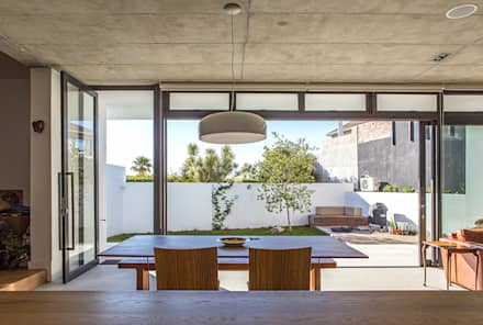 ALTERATION SEA POINT, CAPE TOWN: minimalistic Kitchen by Grobler Architects