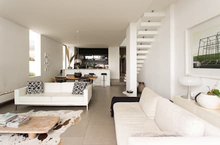 NEW HOUSE GARDENS, CAPE TOWN: minimalistic Living room by Grobler Architects