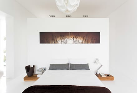 NEW HOUSE GARDENS, CAPE TOWN: minimalistic Bedroom by Grobler Architects