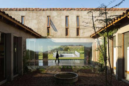 Casa Cuatro Aguas : Pasillos, hall y escaleras de estilo  por Dx Arquitectos