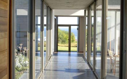 Casa Rabanua: Pasillos, hall y escaleras de estilo  por Dx Arquitectos
