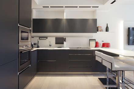 Appartamento: Cucina in stile in stile Moderno di Studio Atelier di Silvana Barbato